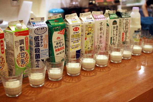 ホットカフェラテにおける牛乳の違い – SAMURAI CHAJIN 【サムライ ...